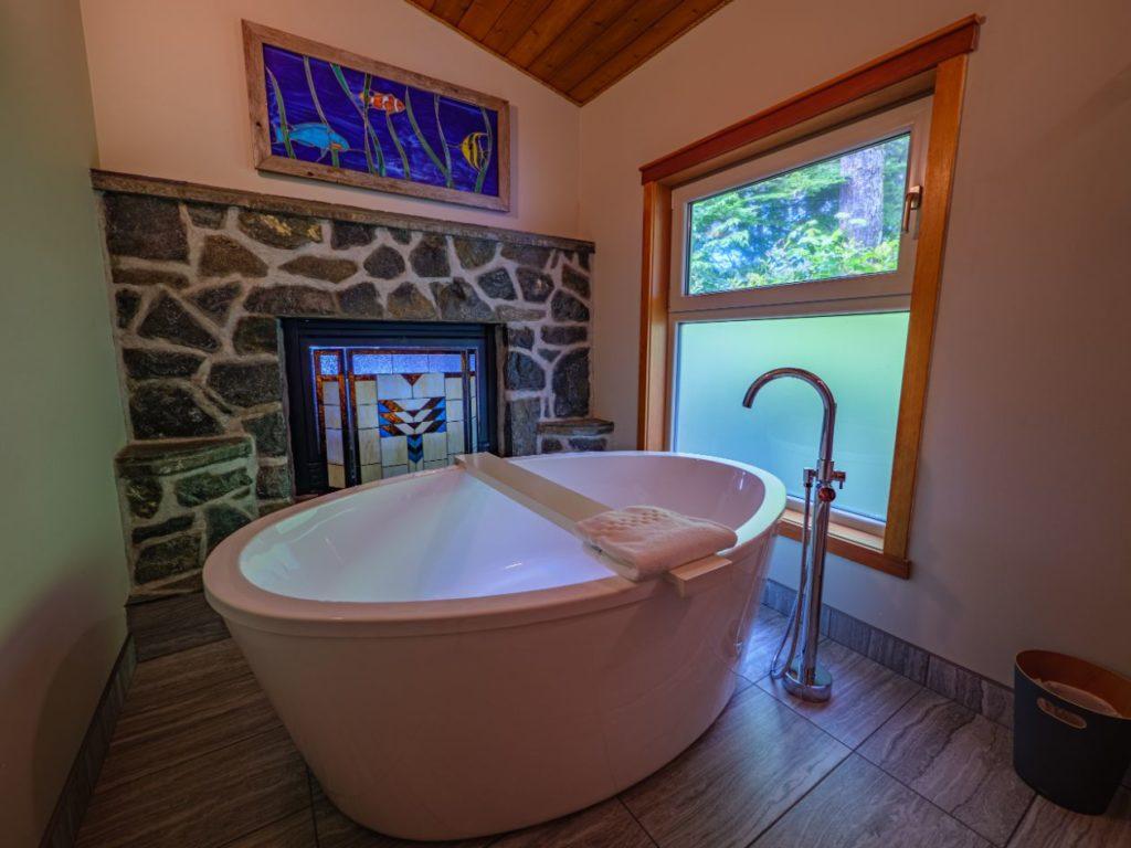 Deep soaker tub of the Sawadee